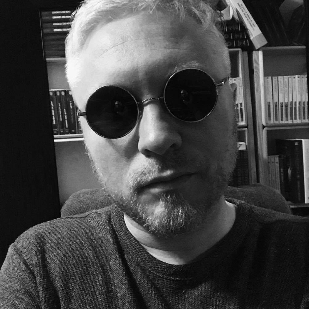Sylvain Aupetit H Laymore Ecrivain de romans fantasy historique, d'uchronies, de Dark Fantasy. Photographe lyonnais, Peintre, et Plasticien